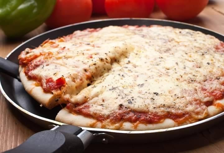 Pizza de liquidificador na frigideira rápida e muito deliciosa