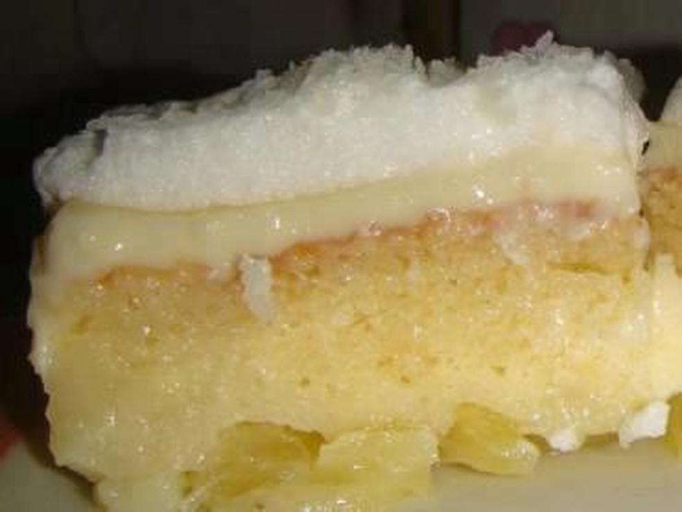 Receita de bolo de abacaxi com creme fabuloso