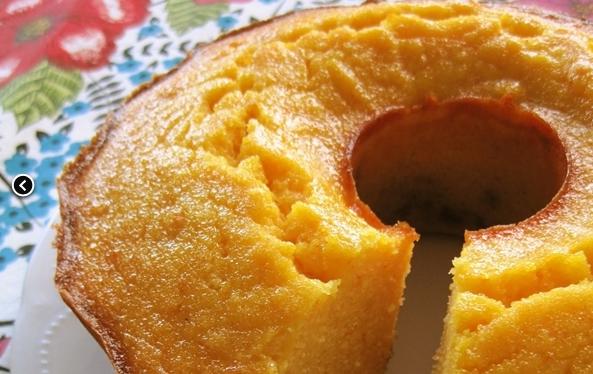 Receita de bolo de mandioca de liquidificador simples e rápido