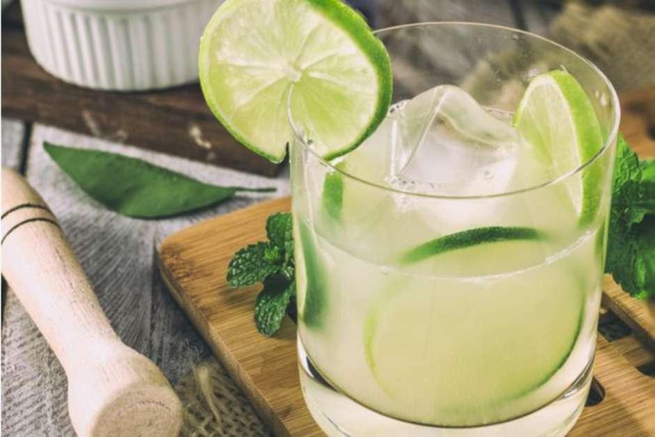 Receita de caipirinha de limão carioca