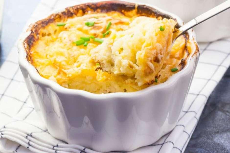 Receita deliciosa e muito fácil de escondidinho de batata doce com frango