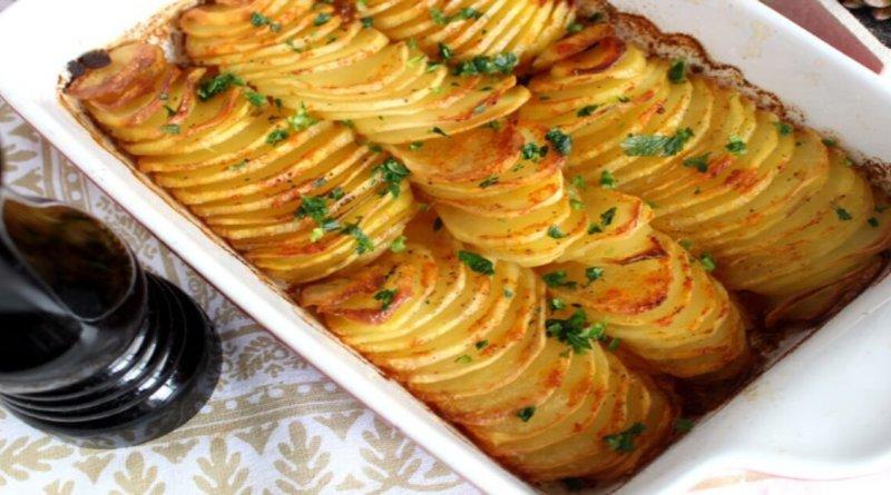 Receita fácil e deliciosa de fazer de batata de forno laminada