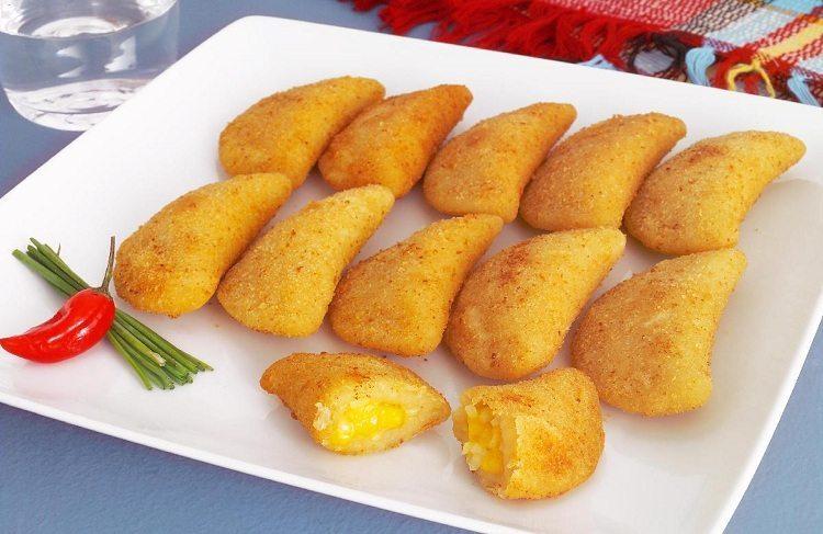 Rissole de queijo e cebola delicia de salgado