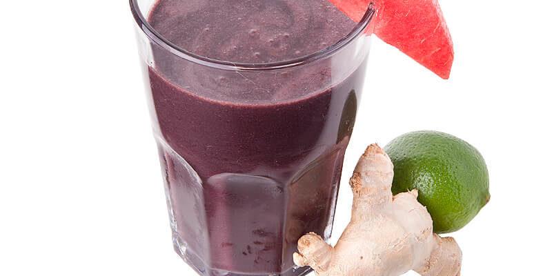 Suco detox com açaí com melancia de rápido e delicioso de fazer e beber