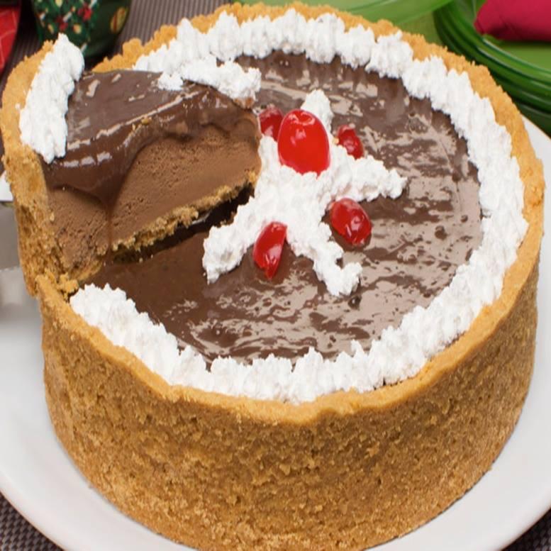 Torta de sorvete de chocolate com brigadeiro de café para os apaixonados por delicias