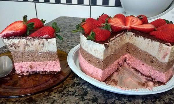Torta mousse napolitana caseira muito gostosa