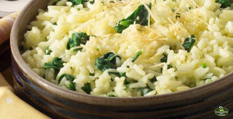 Arroz com espinafre super fácil e saboroso demais