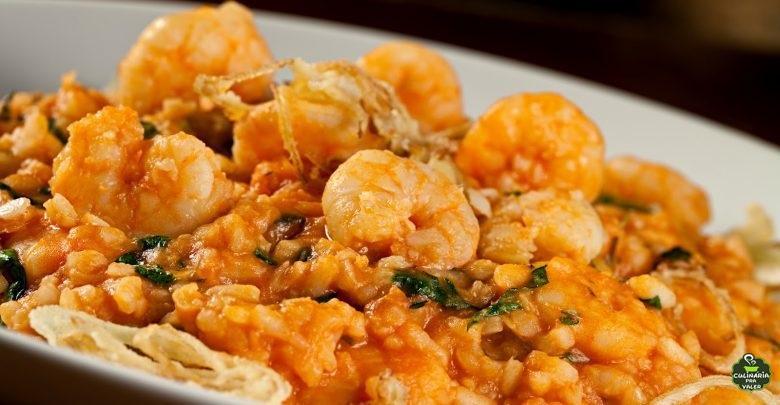 Arroz de forno com camarão uma explosão de sabor