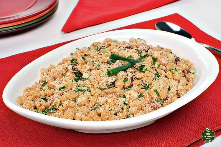 Farofa de proteína de soja com creme de cebola saudável e delicioso