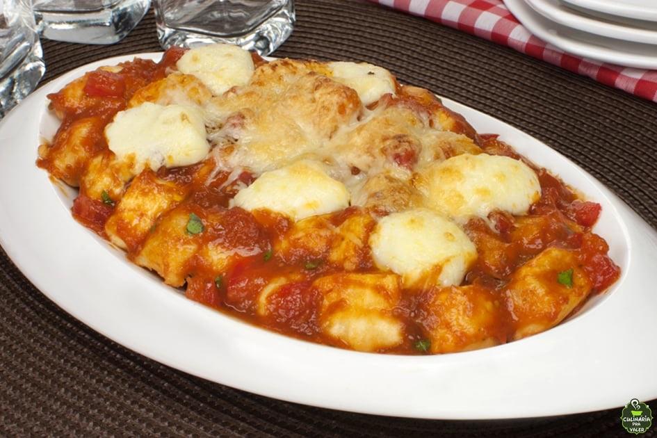 Nhoque com catupiri cremoso ao molho de tomate delicioso