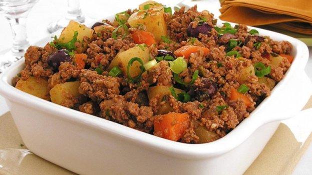 Refogado simples de carne moída cenoura e cará