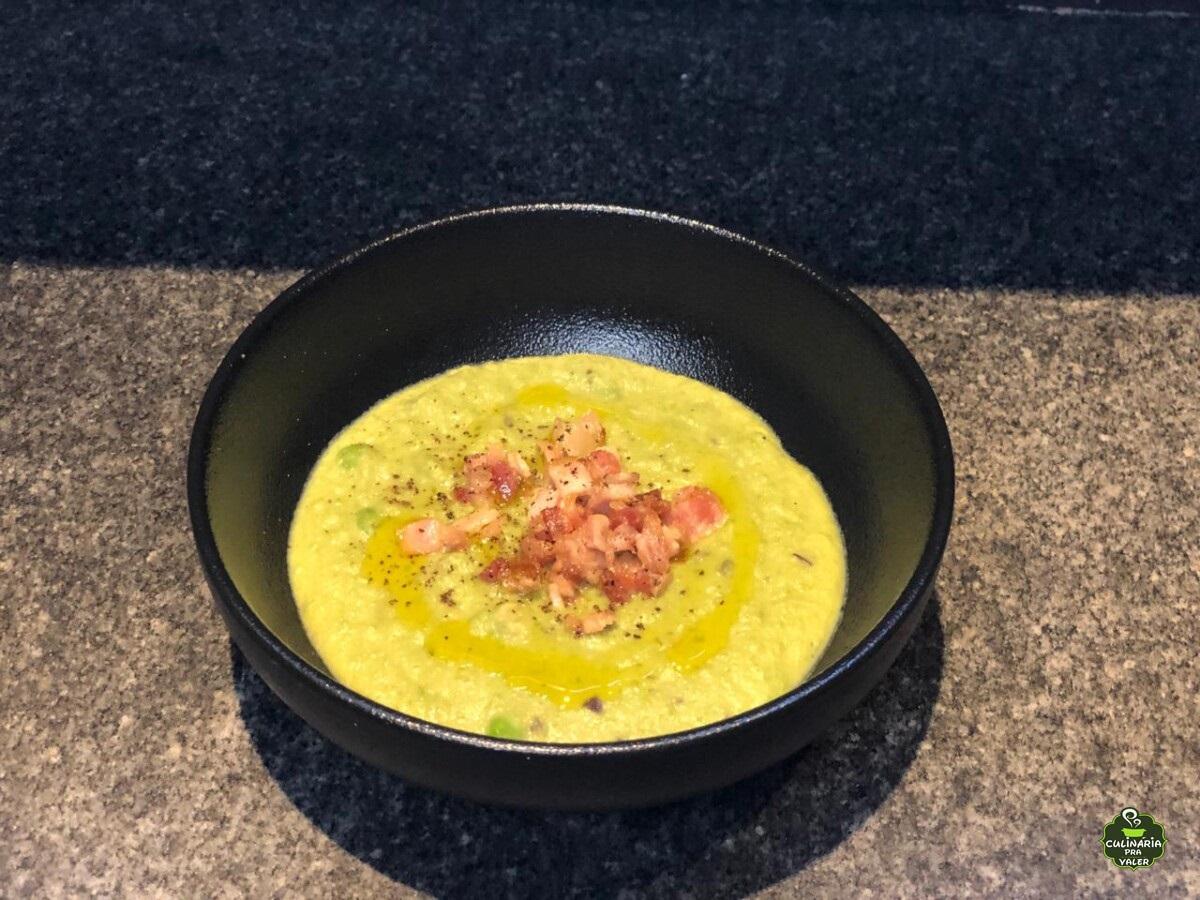 Sopa de ervilha com pancetta dos deuses