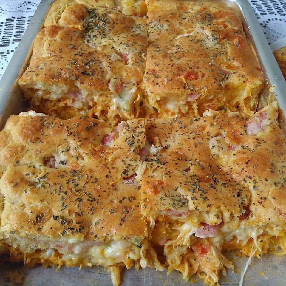 Torta cremosa de frango caseira fácil