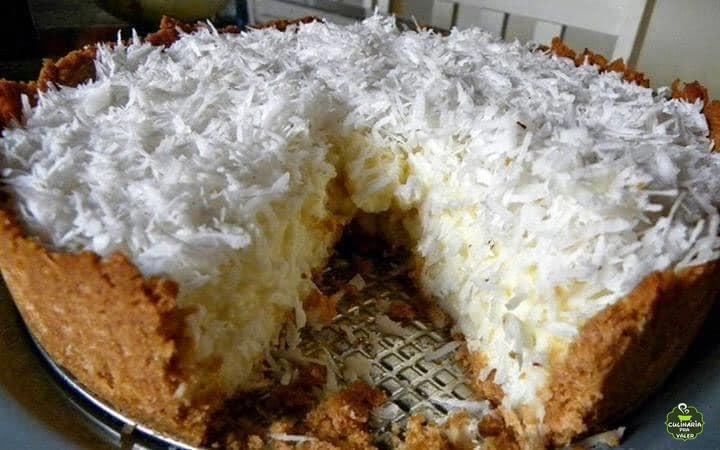 Torta de coco simples muito saborosa