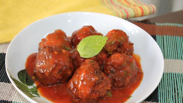 Almôndega ao molho de tomate - rápida, prática e deliciosa