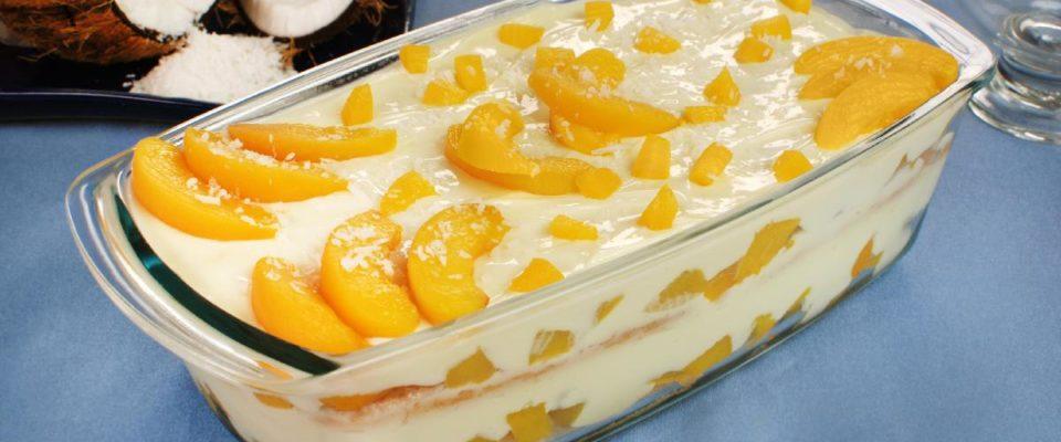 Gelado de pêssego na travessa – sobremesa deliciosa