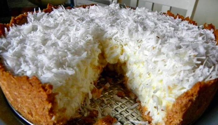 Torta gelada de coco dos deuses uma delícia