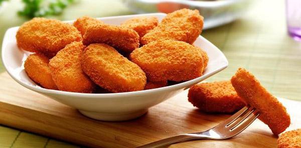 Nuggets de frango caseiro muito fácil de preparar e fica uma delícia