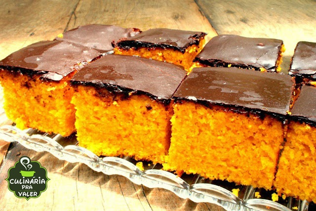Este é o melhor bolo de cenoura com chocolate que existe, veja como fazer