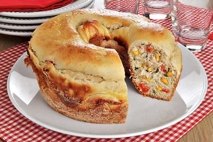Pão recheado de frango com requeijão, uma delícia !