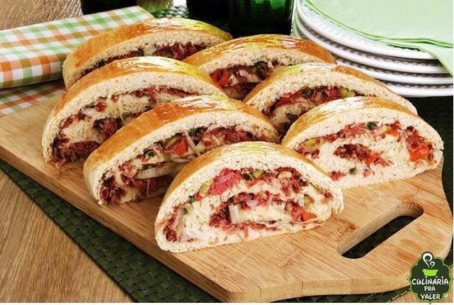 Pão recheado com carne seca