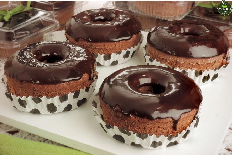 Minibolo de chocolate com cobertura maravilhoso