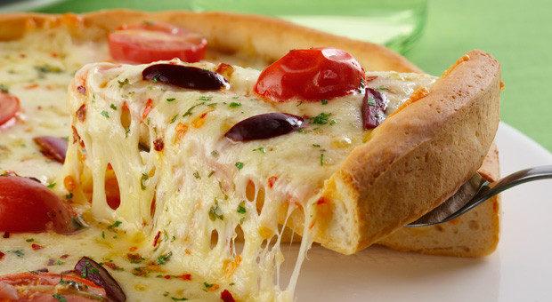 Massa de pizza caseira crocante uma delícia