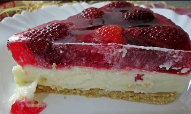 Torta de morango diferente de padaria – simples, fácil e super saborosa