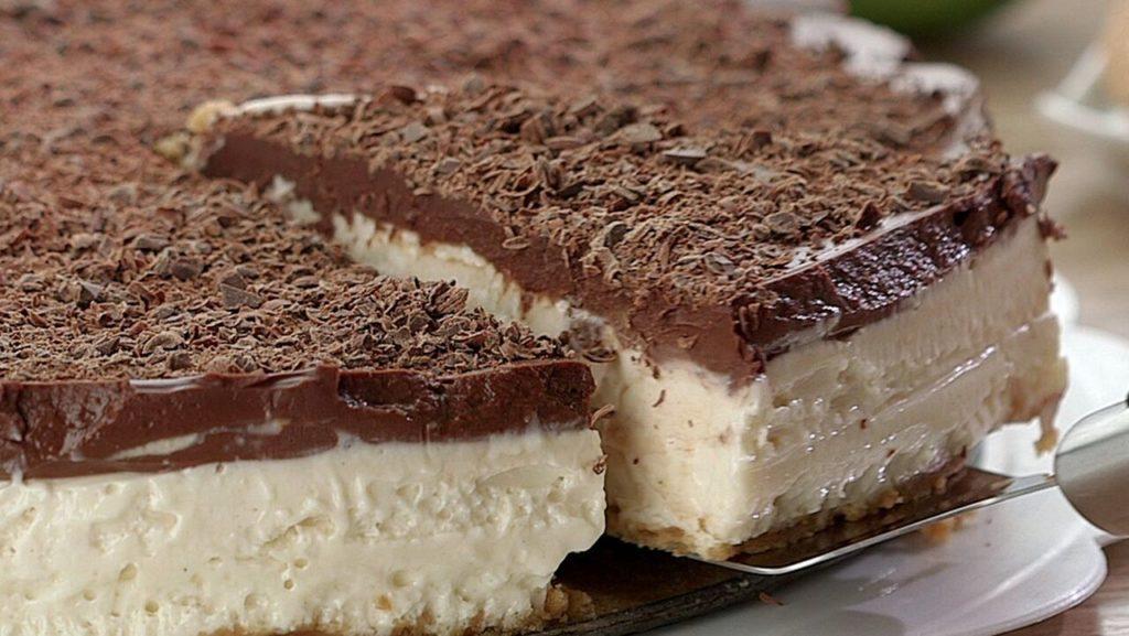 Torta de limão com chocolate: sobremesa incrível, é fácil de fazer e fica irresistível