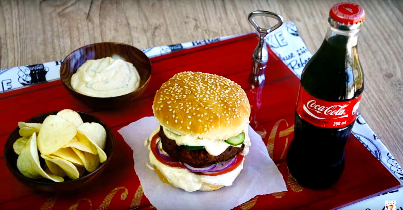 Hambúrguer crocante com maionese especial uma explosão de sabor